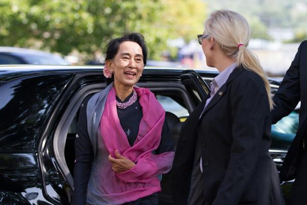 Aung San Suu Kyi Visits Bishop Museum
